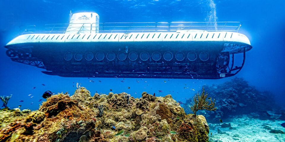 Submarino Atlantis Cozumel en el arrecife