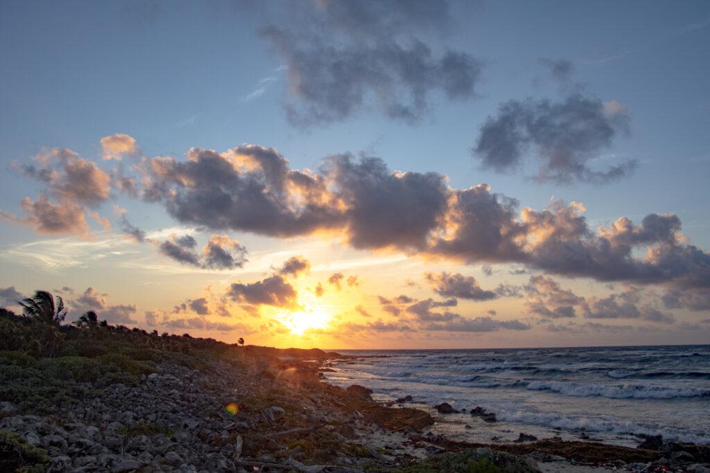 Primeros rayos del sol en Cozumel