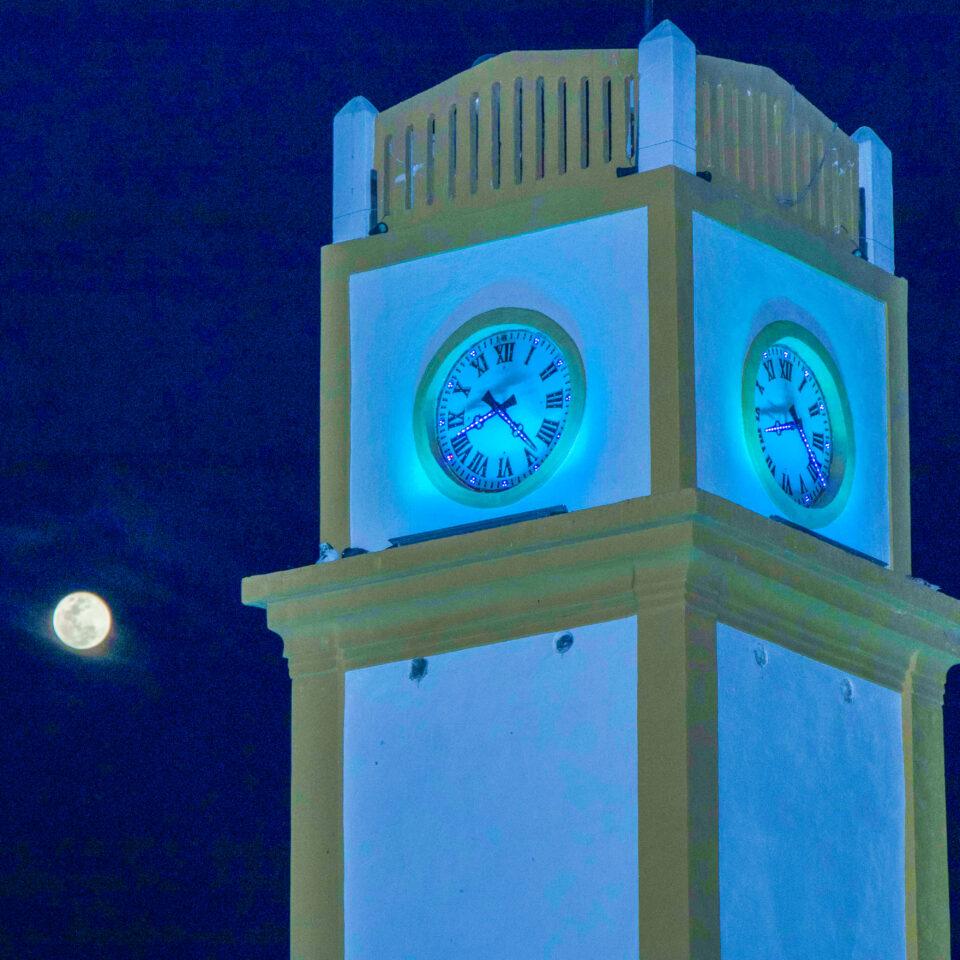 Parque benito Juarez de noche en Cozumel