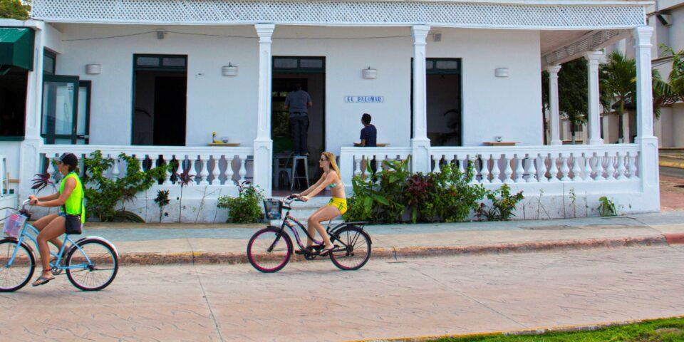 Bicicleta en el malecon de cozumel, el palomar cozumel
