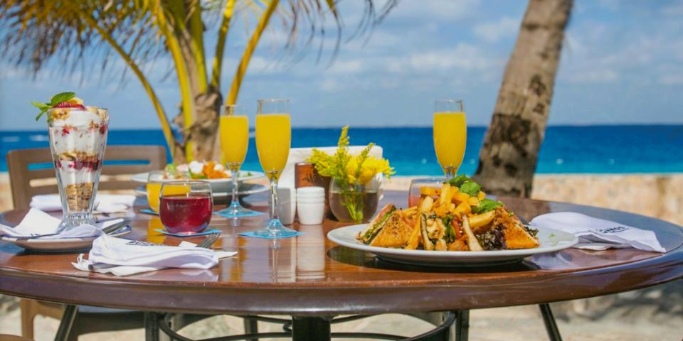 Buccanos Cozumel, club de playa cozumel, desayunos buccanos cozumel, mar caribe