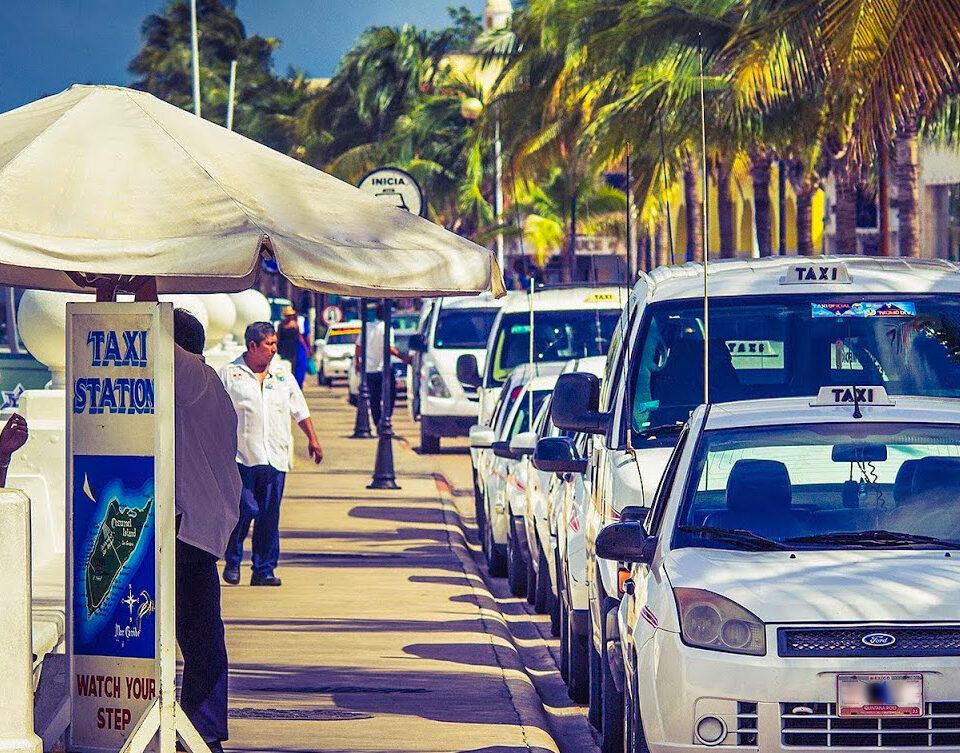 Taxis en el Muelle San Miguel de Cozumel