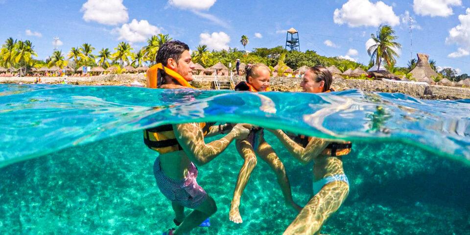 Snorkel Chankanaab Cozumel, Familia snorkeleando
